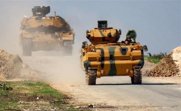 """Thổ Nhĩ kỳ tiếp tục điều hàng chục xe quân sự tới """"chảo lửa"""" Idlib - Ảnh 1"""