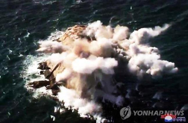 Triều Tiên bất ngờ công bố các hình ảnh trong cuộc diễn tập quân sự với pháo binh - Ảnh 3