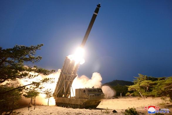 Triều Tiên xác nhận thử tên lửa đa nòng siêu lớn - Ảnh 1
