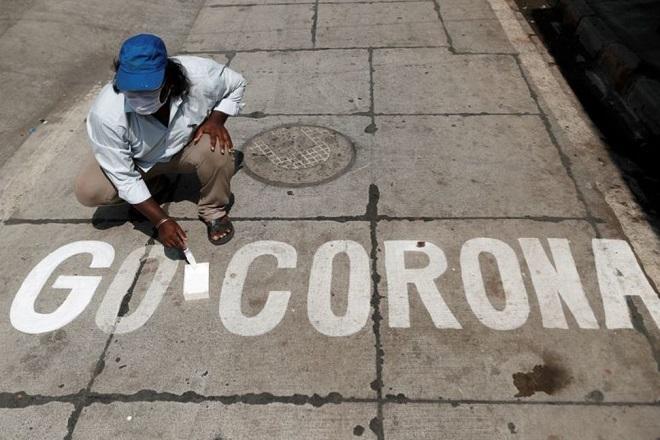 Đối mặt với nguy cơ thiếu cơ sở y tế, Ấn Độ biến xe lửa thành khu cách ly Covid-19 - Ảnh 1