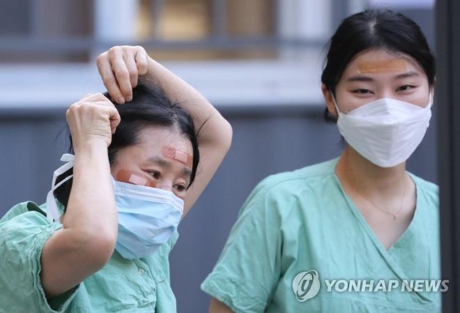 Hàn Quốc báo cáo 438 trường hợp nhiễm Covid-19 mới, nâng tổng số lên 5.766 - Ảnh 1