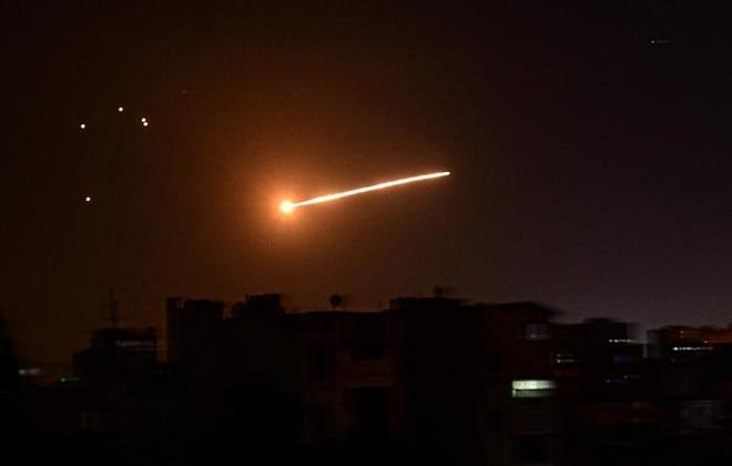 Syria kích hoạt hệ thống phòng không, đánh chặn cuộc tấn công bất ngờ nghi từ Israel - Ảnh 1