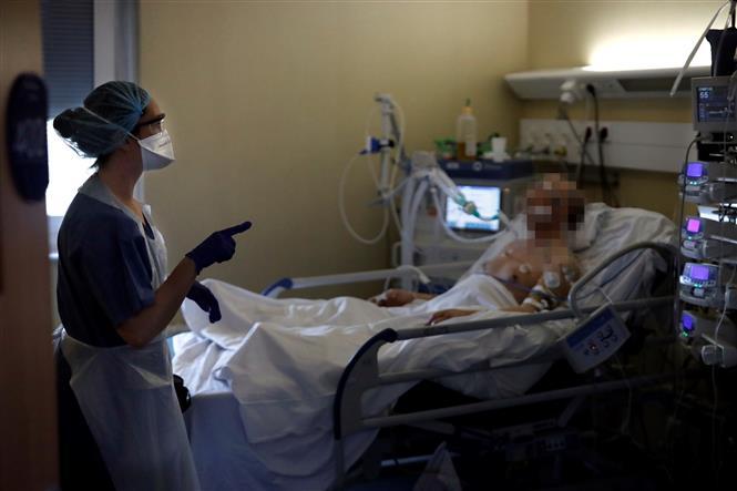 Mỹ ghi nhận ngày thứ 4 liên tiếp với hơn 1.000 người tử vong do Covid-19 - Ảnh 1