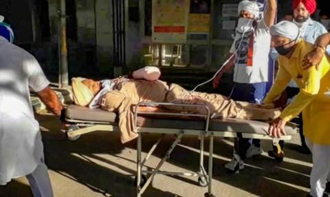 Chặn chốt kiểm dịch Covid-19, cảnh sát Ấn Độ bị nhóm người chém đứt tay - Ảnh 1