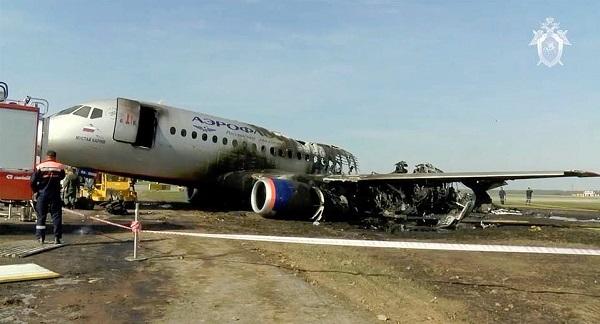 Nga lần đầu công bố video máy bay chở khách Superjet-100 chìm trong biển lửa, 41 người thiệt mạng - Ảnh 1
