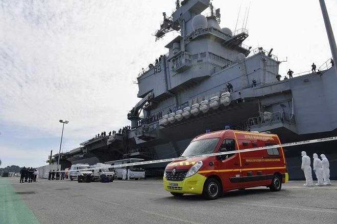 Gần 700 thủy thủ trên tàu sân bay Pháp nhiễm Covid-19 - Ảnh 1