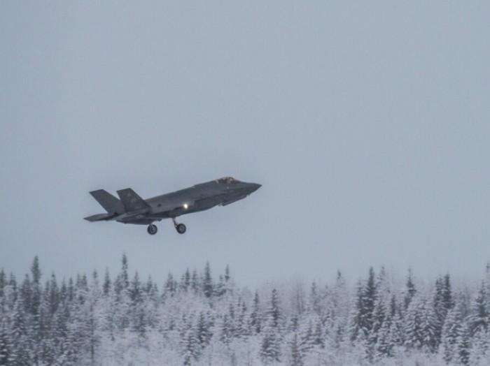 Tin tức quân sự mới nóng nhất ngày 23/4: Mỹ điều tiêm kích F-35A đến sát sườn Nga - Ảnh 1