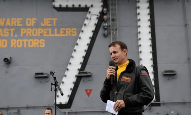 Thuyền trưởng tàu sân bay Mỹ bị cách chức vì thư kêu cứu thủy thủ mắc Covid-19 bị rò rỉ - Ảnh 1