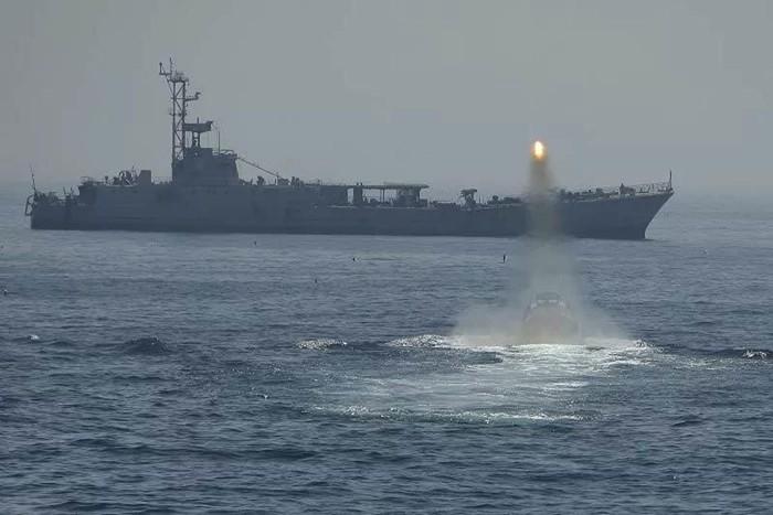 Vụ chiến hạm Iran nã nhầm tên lửa vào tàu đồng đội: Số người thiệt mạng tiếp tục tăng - Ảnh 1