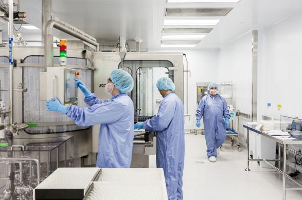Mỹ cho phép dùng thuốc remdesivir điều trị bệnh nhân nhiễm Covid-19 - Ảnh 1