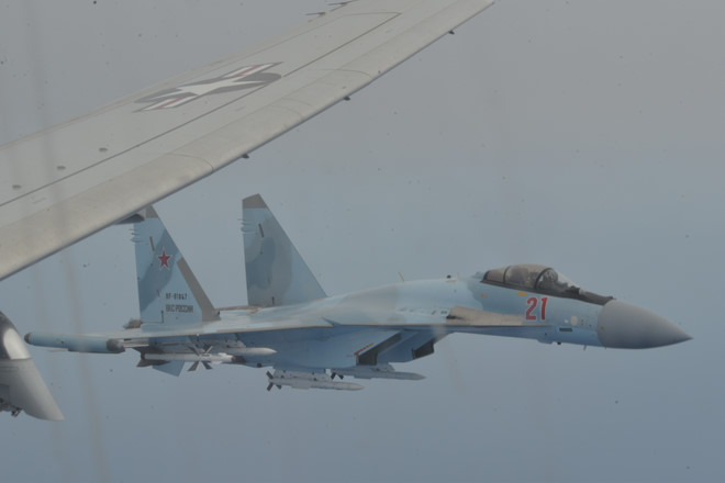Hải quân Mỹ tố tiêm kích Su-35 Nga chặn máy bay do thám của nước này suốt 1 giờ - Ảnh 1