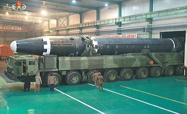 Mỹ trừng phạt 33 cá nhân hỗ trợ tài chính cho chương trình hạt nhân và tên lửa của Triều Tiên - Ảnh 1