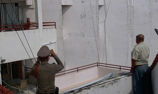 Choáng váng người đàn ông ném vợ từ tầng 7 xuống đất do bức xúc lệnh phong tỏa - Ảnh 1