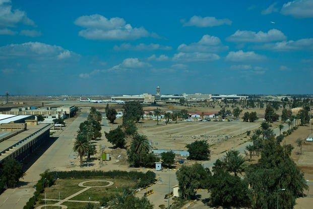 3 quả rocket rơi ngay sát sân bay quốc tế tại thủ đô Iraq  - Ảnh 1