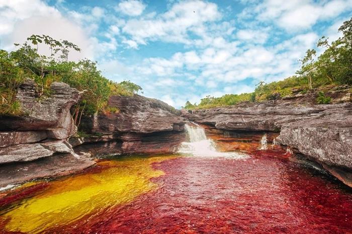 """Ngỡ ngàng trước vẻ đẹp đầy mê hoặc của dòng sông ngũ sắc """"chảy xuống từ thiên đường"""" - Ảnh 6"""