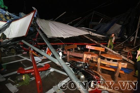 Vĩnh Phúc: Lốc xoáy kinh hoàng làm sập nhà xưởng khiến ít nhất 3 người thiệt mạng - Ảnh 1