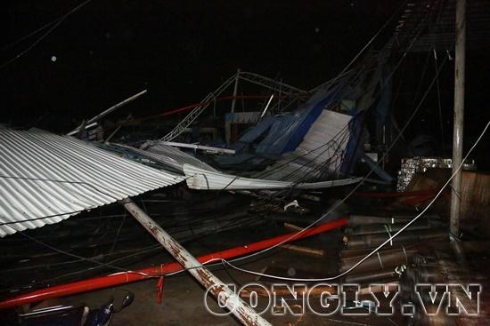 Vĩnh Phúc: Lốc xoáy kinh hoàng làm sập nhà xưởng khiến ít nhất 3 người thiệt mạng - Ảnh 2
