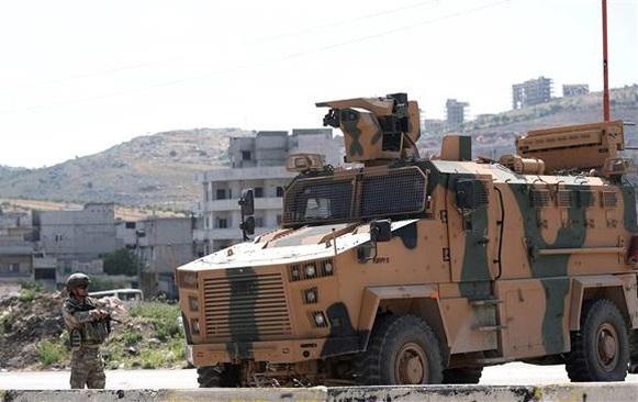 """Thổ Nhĩ Kỳ điều gần 40 xe quân sự tới Đông Bắc """"chảo lửa"""" Syria  - Ảnh 1"""
