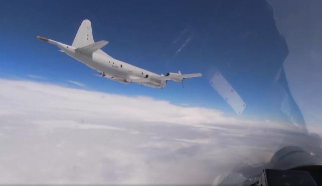 Tin tức quân sự mới nóng nhất ngày 16/6: Tiêm kích Nga Su-27 chặn oanh tạc cơ Mỹ - Ảnh 1