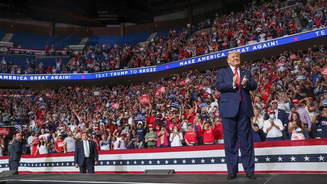 Thêm 2 thành viên trong chiến dịch tái tranh cử của Tổng thống Trump nhiễm Covid-19 - Ảnh 1