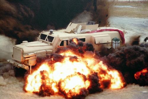 Tin tức quân sự mới nóng nhất ngày 23/6: Hai xe thiết giáp Mỹ bị phá hủy sau vụ tấn công tại Syria - Ảnh 1