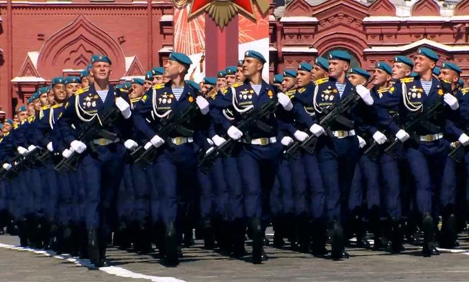 14.000 binh sĩ cùng hàng trăm khí tài tham gia duyệt binh mừng 75 năm chiến thắng phát xít tại Nga - Ảnh 8