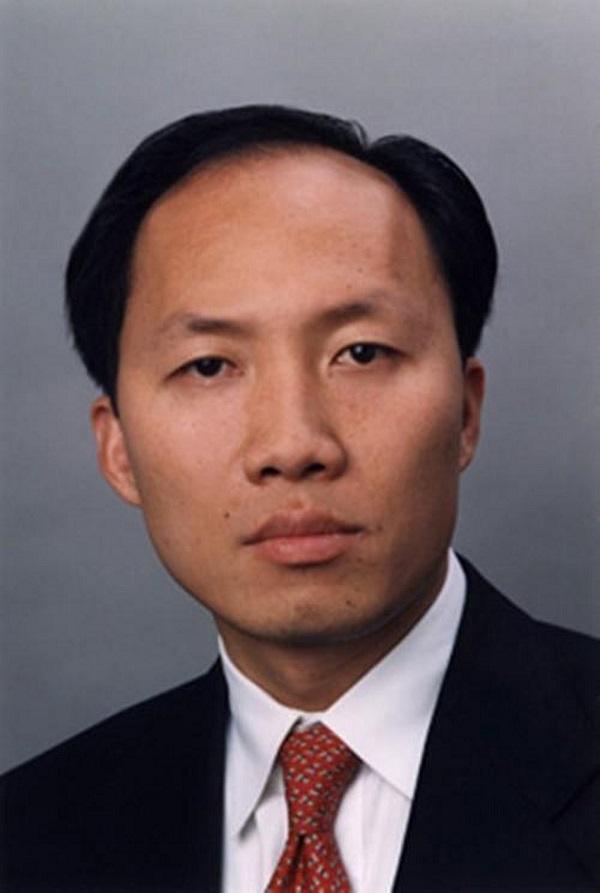 """Chinh E.Chu: Tỷ phú gốc Việt giàu bậc nhất tại Mỹ và những thương vụ từng gây """"chấn động"""" phố Wall  - Ảnh 1"""