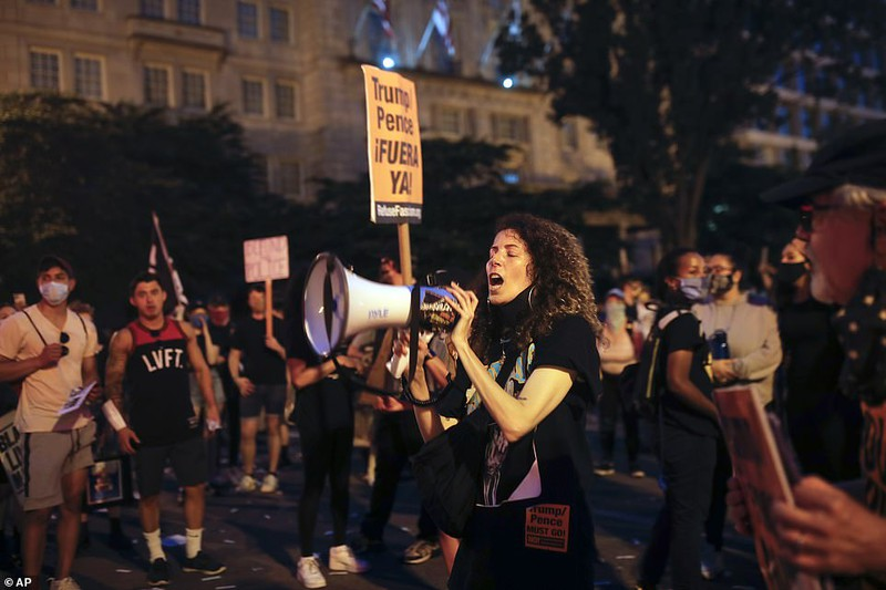 """""""Biển người"""" biểu tình vây kín nhiều tuyến phố tại thủ đô Washington - Ảnh 5"""