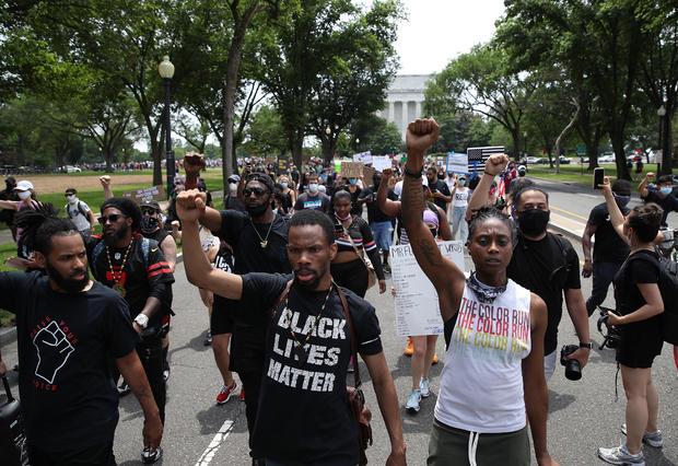 """""""Biển người"""" biểu tình vây kín nhiều tuyến phố tại thủ đô Washington - Ảnh 7"""