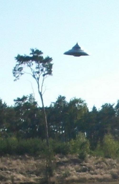 Đĩa bay UFO xuất hiện giữa ban ngày ở Ba Lan - Ảnh 2