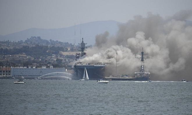 Tàu chiến Mỹ cháy suốt hơn 24 giờ, số người bị thương tăng cao - Ảnh 1