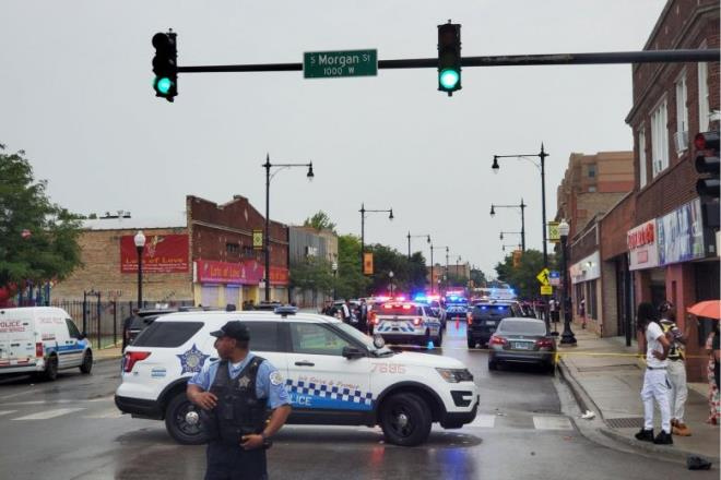 Xả súng nhằm vào lễ tang ở Chicago, hàng loạt người bị thương  - Ảnh 1