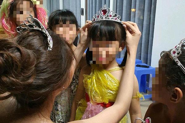 Hoa hậu Khánh Vân thực hiện lời hứa, tặng vương miện cho các bé OBV - Ảnh 2
