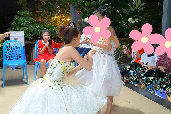 Hoa hậu Khánh Vân thực hiện lời hứa, tặng vương miện cho các bé OBV - Ảnh 3