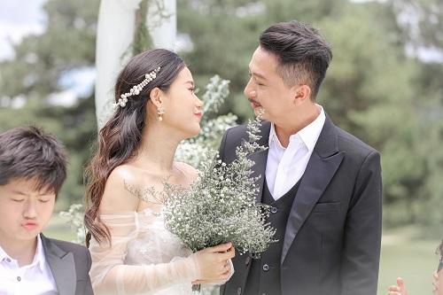 Lâm Vỹ Dạ, Hứa Minh Đạt khoe bộ ảnh lung linh cùng MV lãng mạn nhân kỷ niệm 10 năm ngày cưới - Ảnh 2