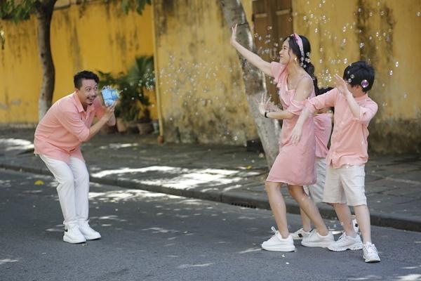 Lâm Vỹ Dạ, Hứa Minh Đạt khoe bộ ảnh lung linh cùng MV lãng mạn nhân kỷ niệm 10 năm ngày cưới - Ảnh 3