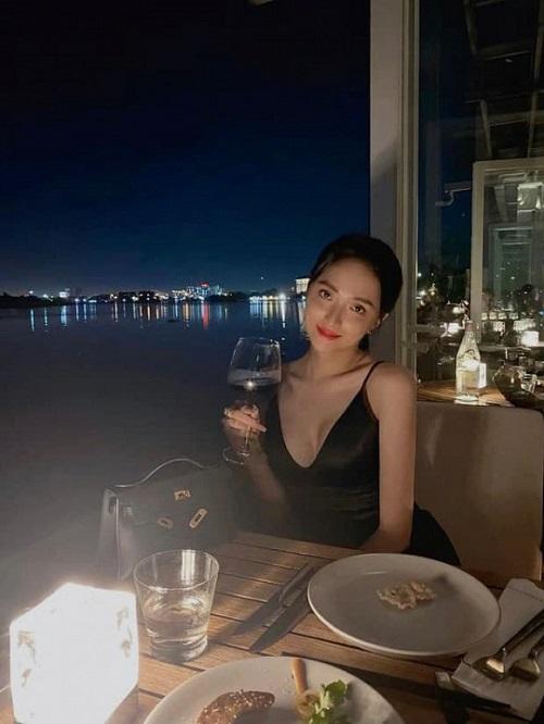 """Lộ nhiều bằng chứng làm rộ lên nghi vấn hẹn hò giữa hoa hậu Hương Giang và cực phẩm """"Người ấy là ai?"""" - Ảnh 2"""
