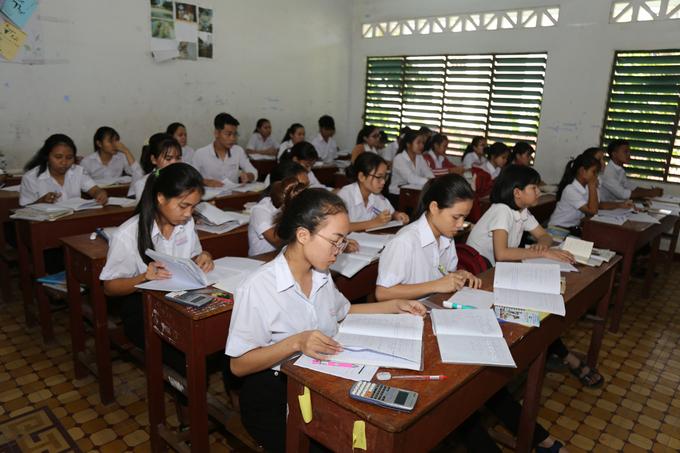 Bộ Giáo dục đề xuất chia kỳ thi tốt nghiệp THPT làm hai đợt nhằm đảm bảo công bằng cho thí sinh - Ảnh 1