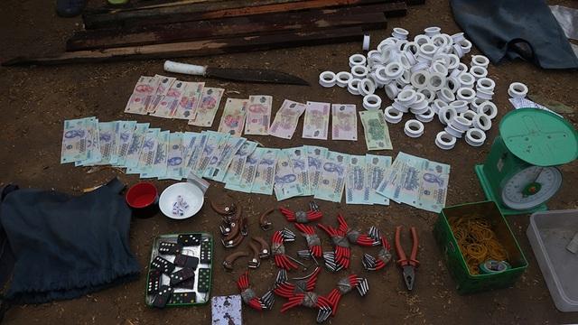"""An Giang: Triệt phá sới bạc """"khủng"""", bắt giữ 150 đối tượng, thu giữ hơn 500 triệu đồng  - Ảnh 2"""