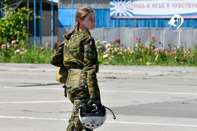 Vẻ đẹp hớp hồn của các nữ học viên bên tiêm kích ở trường đào tạo phi công quân sự duy nhất tại Nga - Ảnh 13