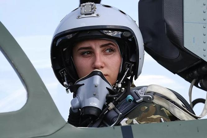 Vẻ đẹp hớp hồn của các nữ học viên bên tiêm kích ở trường đào tạo phi công quân sự duy nhất tại Nga - Ảnh 6