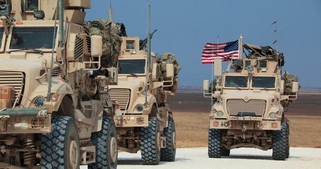 """Mỹ điều hàng chục xe bọc thép tới """"chảo lửa"""" Syria sau vụ va chạm với quân đội Nga - Ảnh 1"""
