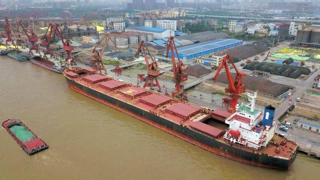 Trung Quốc vẫn nhập khẩu 120.000 thùng dầu mỗi ngày từ Iran bất chấp lệnh trừng phạt của Mỹ - Ảnh 1