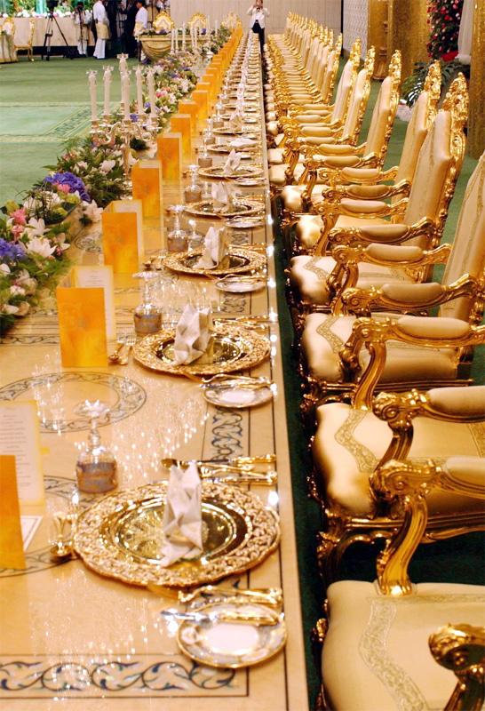 Choáng váng trước cuộc sống sa hoa của quốc vương Brunei và bữa tiệc sinh nhật trị giá 27 triệu USD - Ảnh 3