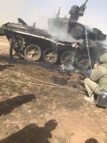 Xe tăng T-90 của Nga bị đồng đội nã nhầm tên lửa chống tăng, cháy đen kịt, tan tành - Ảnh 1