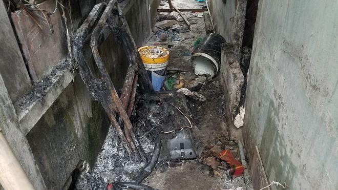 TP.HCM: Nhà trọ bốc cháy sau khi vợ chồng mâu thuẫn, người dân hô hào dập lửa, cứu người - Ảnh 1