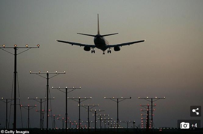 Phi công Mỹ khẳng định nhìn thấy người lướt ván bay ở độ cao gần 1000m  - Ảnh 1