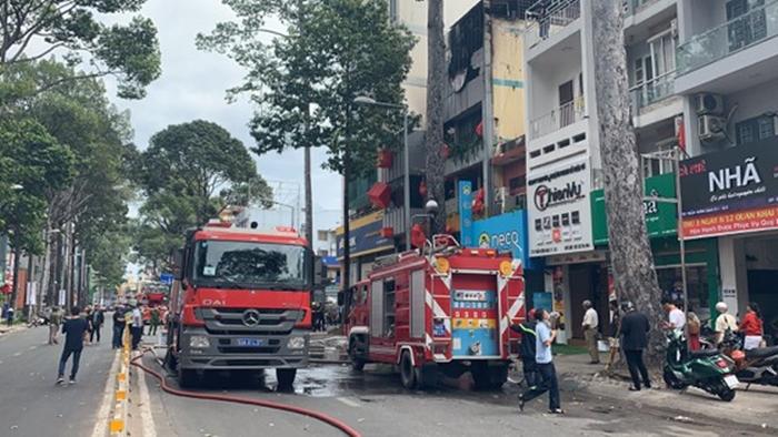 TP.HCM: Cháy quán 'đặc sản' Đà Lạt, nhiều tầng bị thiêu rụi - Ảnh 3