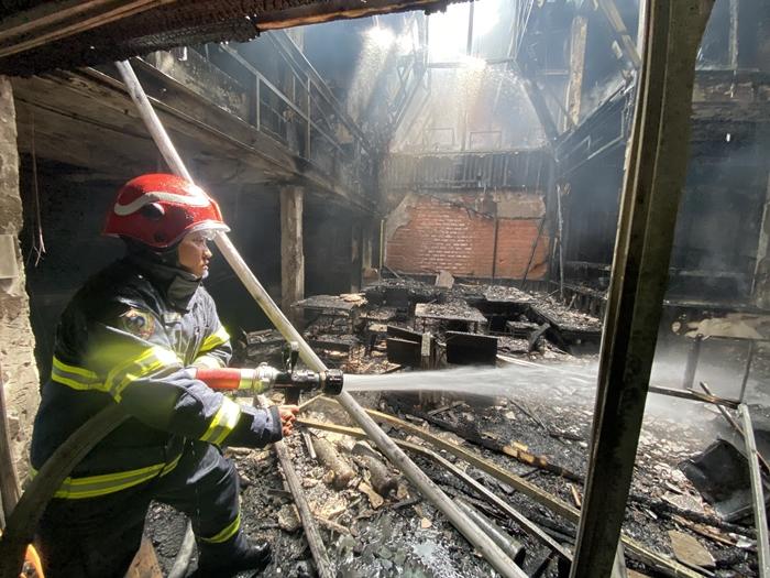 TP.HCM: Cháy quán 'đặc sản' Đà Lạt, nhiều tầng bị thiêu rụi - Ảnh 5