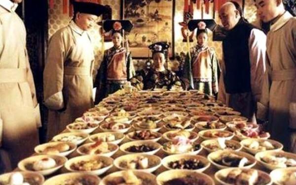 Thói quen ăn uống xa xỉ của Từ Hy thái hậu: Mỗi bữa gồm 100 món ăn, hàng trăm người phục vụ  - Ảnh 2